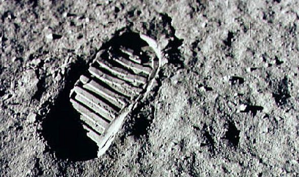 neil-armstrong-and-buzz-aldrin-walked-on-the-moon-2455136-6065777